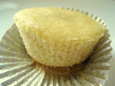 Vanilla cupcake - whole